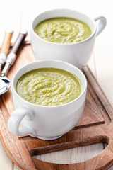Glum green pea soup with croutons