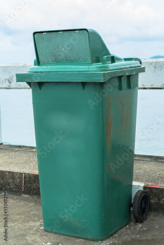 Recycle garbage container