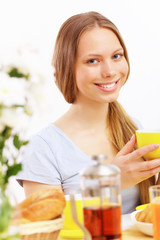 Beautiful young woman drinking tea