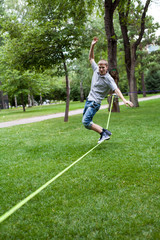 man in the slackline