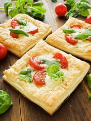 Puff-pizzas