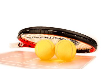 Tennisschläger, Bälle und Spielfeld