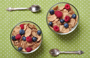 cereal flakes with berries