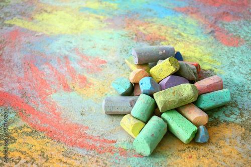 Leinwanddruck Bild Pile of Sidewalk Chalk