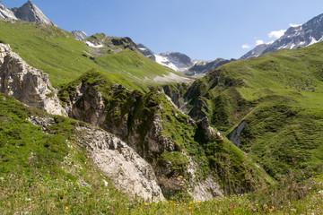 Gorges - canyon - dans la vallée