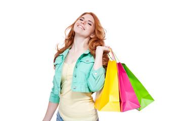 junge attraktive frau mit bunten einkaufstaschen
