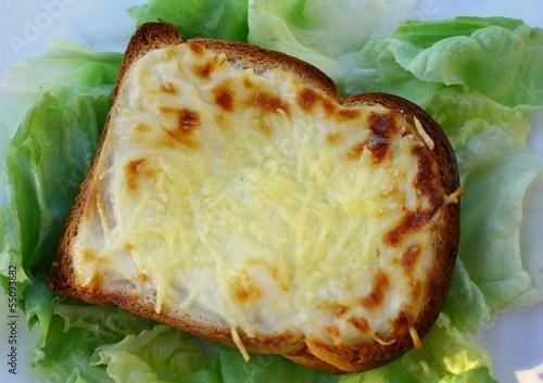 croque monsieur, à la béchamel et salade