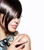 Fototapety Fashion Model Girl Portrait. Trendy Hair Style