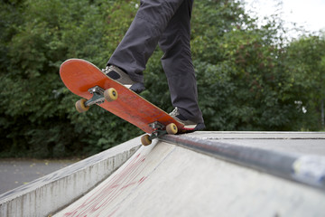 Skateboard mit Skateboardschuhe