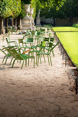 tipiche sedie nei giardini ides Tuileries a parigi