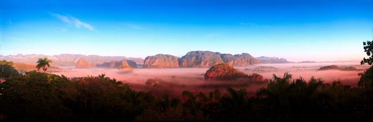 Panorama der Landschaft in Valle del Finales, Kuba