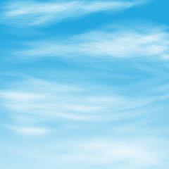 перистые облака в синем небе
