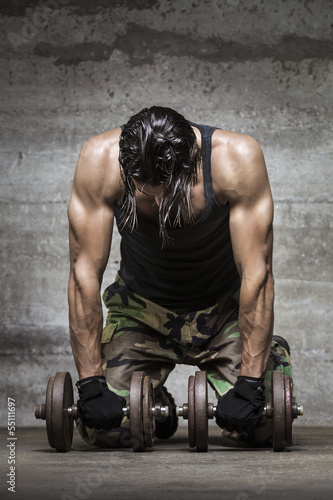 tired muscle athlete - 55111697