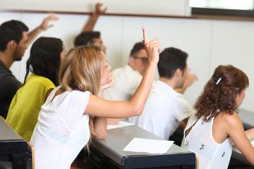 sich im Unterricht melden