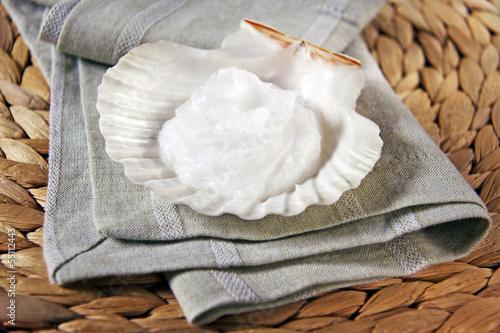 kokosöl in muschelschale