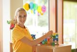 Frau in der Kinderbetreuung