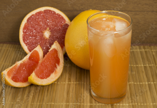 a glass of grapefruit juice with ice