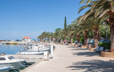 Seepromenade im Urlaubs-und Badeort Baska Voda
