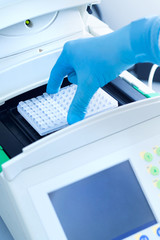 Loading a plate into a thermocycler for dna copying
