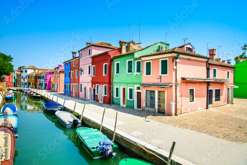 Papiers peints Canal Venice landmark, Burano canal, houses and boats, Italy