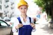 junge Bauarbeiterin
