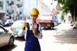schöne Bauarbeiterin