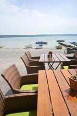 Seeblick Restaurant Stühle am See