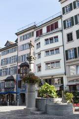 Zürich, Altstadt in der Augustinergasse, mit Brunnen, Schweiz