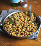 Chickpea with bacon and bay leaves