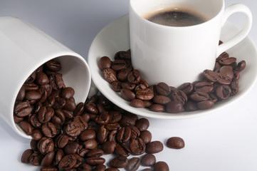 Espresso-Tasse mit Kaffeebohnen