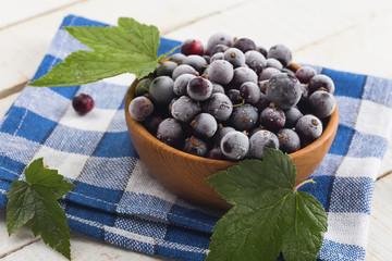 Frosen blackberries in bowl
