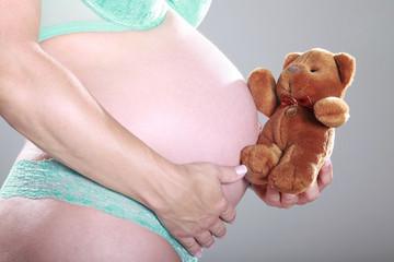 Baby Bauch, Schwangerschaft im 9. Monat
