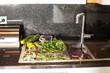 Kräuter in einer Küche