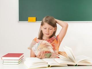 Schule kostet Geld