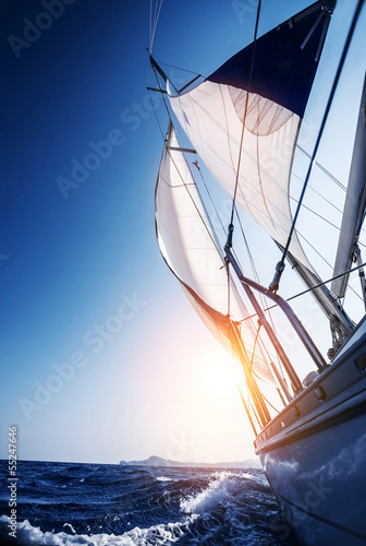 Sail boat in action © Anna Om