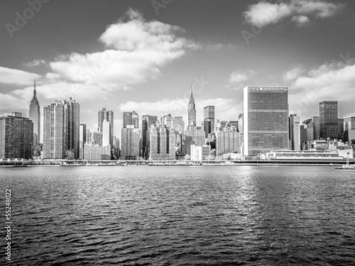 poster new york skyline from the river fototapeten aufkleber poster leinwandbilder. Black Bedroom Furniture Sets. Home Design Ideas