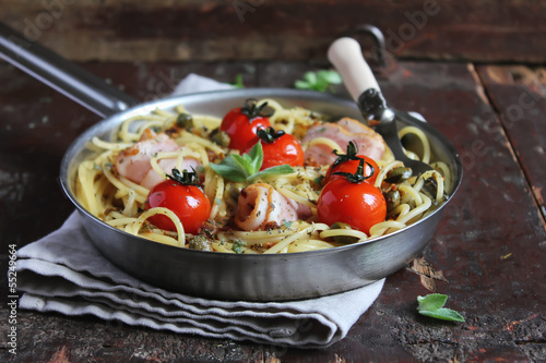 Spaghetti pasta with roasted cherry tomatoes