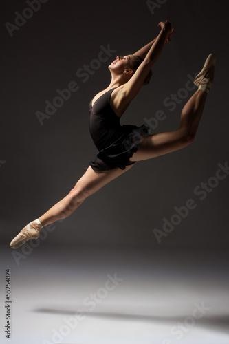 zenski-baletniczy-tancerz