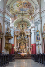 Vienne - nef principale de l'église baroque de Maria Treu.