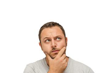 Uomo dubbioso su sfondo bianco