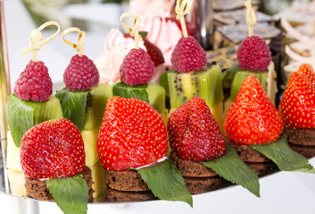 dessert with strawberriesc canape cream