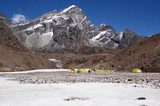 Himalaya : Lobuche est (6145 m) et son camp de base