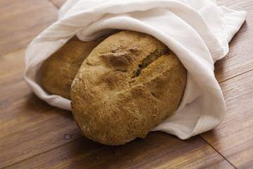Zwei frische Brot