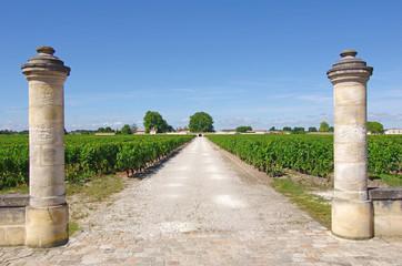 Entrée d'une propriété viticole du Médoc (Gironde)