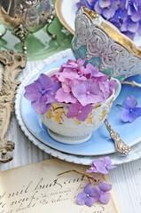 Hortensien und antikes Porzellan