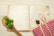 Kochbuch mit Löffel
