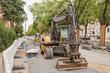 Ein Bagger und ein Radlader bei Strassenbauarbeiten