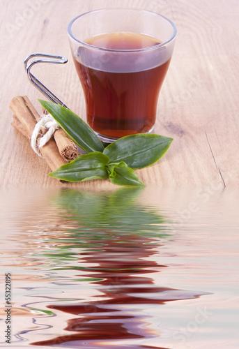 infusion reflejada en el agua