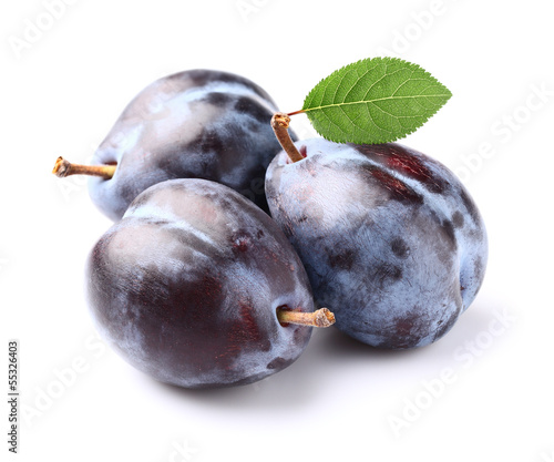 Fresh plums with leaf
