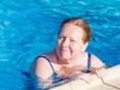 Seniorin im Wasser